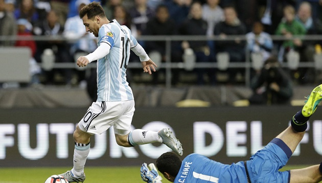Messi dances past Bolivia