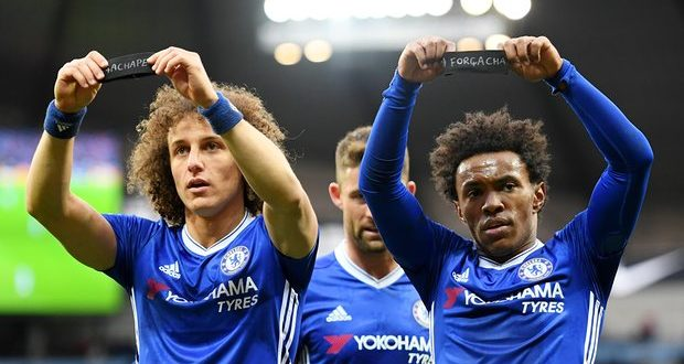 Willian and David Luiz pay homage to Chapecoense