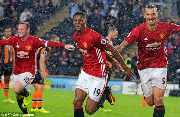 Marcus Rashford scores for United