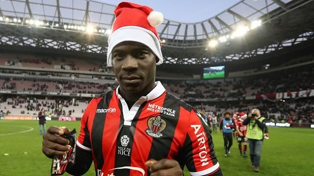 Nice's Mario Balotelli in Santa hat