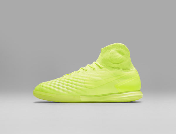Nike MagistaX Proximo in yellow