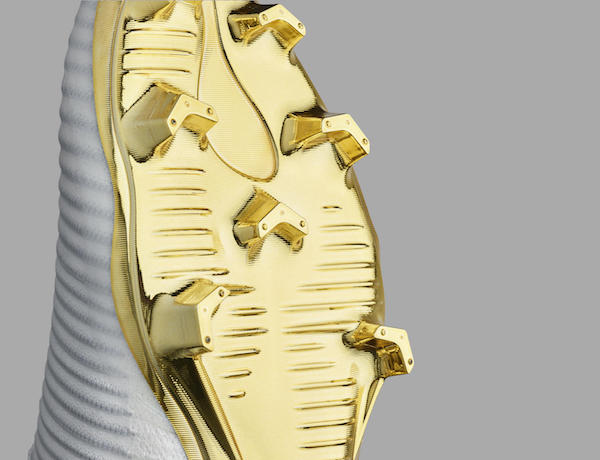 Nike Mercurial Superfly CR7 gold soleplate