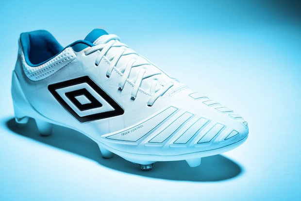 Umbro UX-Accuro in white and blue