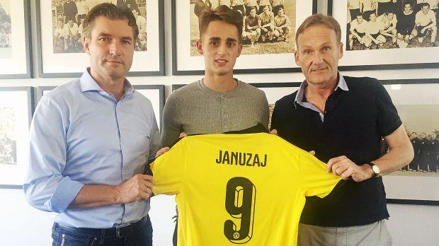 Januzaj signs with Dortmund on loan