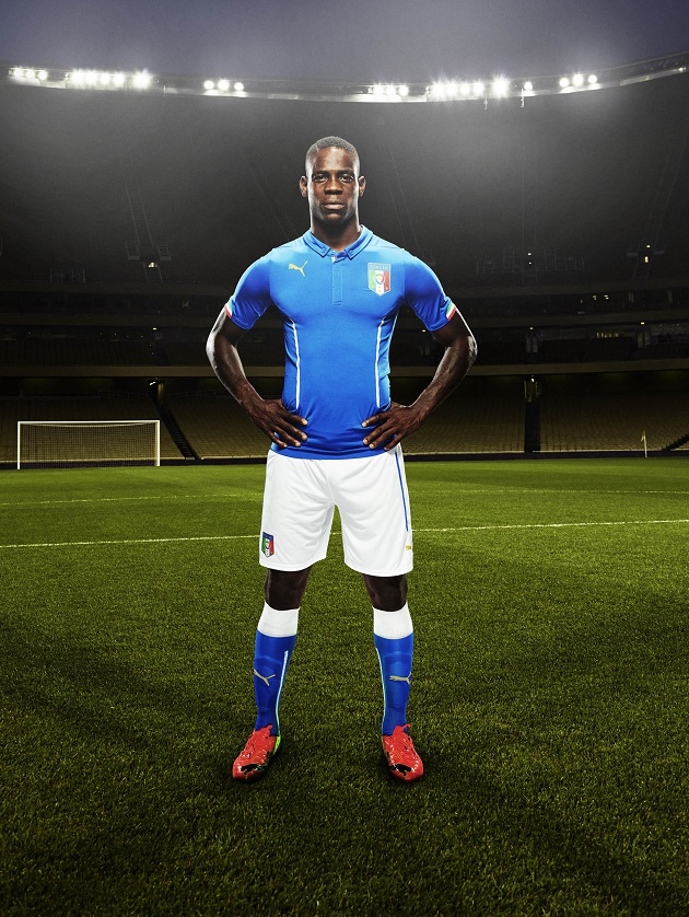 Balotelli wearing the 2014 home kit