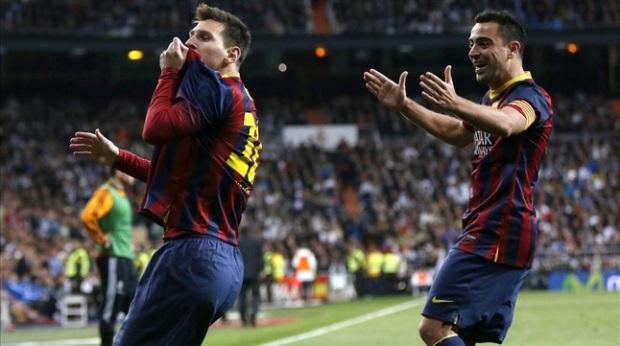 Xavi congratulates Messi