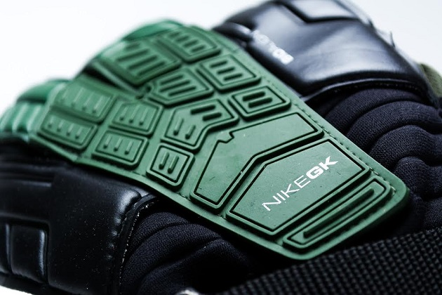 Nike Confidence Keeper glove