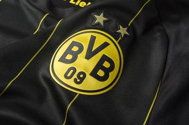Dortmund away jersey crest