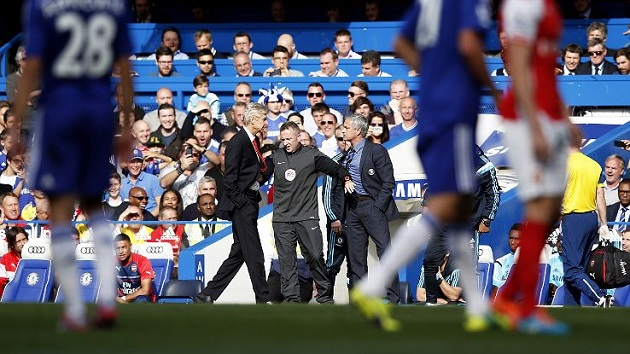 Wenger and Mourinho scuffle