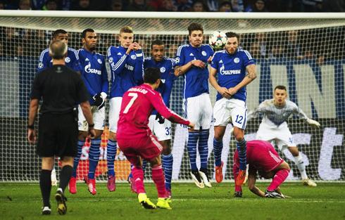 Ronaldo takes free kick vs Schalke