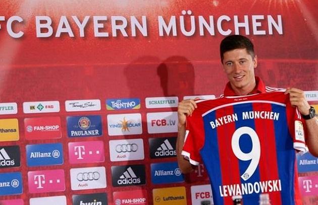 Lewandowski signs with Bayern