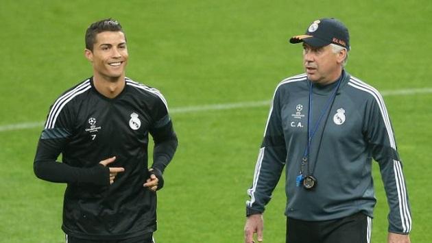 Ronaldo and Ancellotti in training