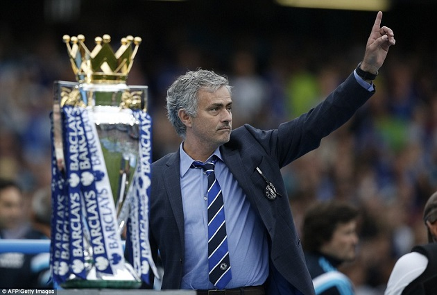 Mourinho with EPL trophy