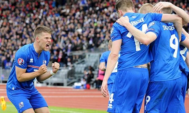 Iceland celebrate in Euro 2016 qualifier