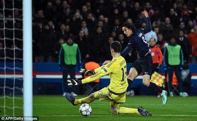 PSG's Cavani beats Courtois