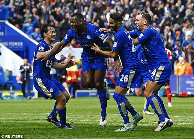Leicester captain Wes Morgan scores