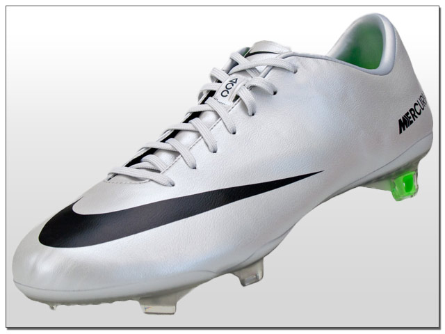 Nike has decided to change more than the game with their Mercurial Vapor  series. Not resting on the success of the past by completely ditching the  SuperFly ... 21a21177d299