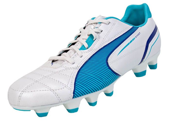 womens soccer shoes puma