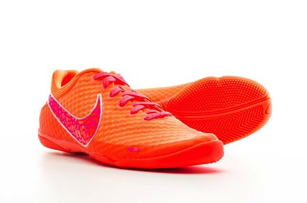 Nike-Elastico-orange-indoor