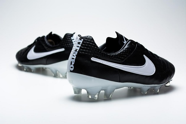 Black and White Tiempo V