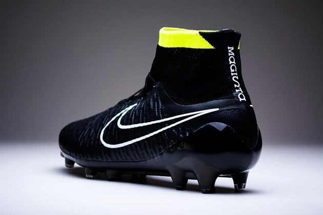 Black Magista collar