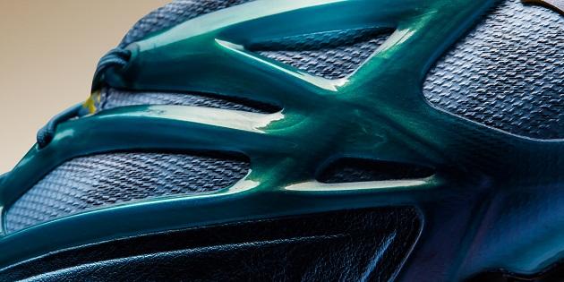 Closeup of Messi 15.1 cage