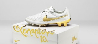"Nike Bring Back Ronaldinho Tiempo Legend ""Touch of Gold"""