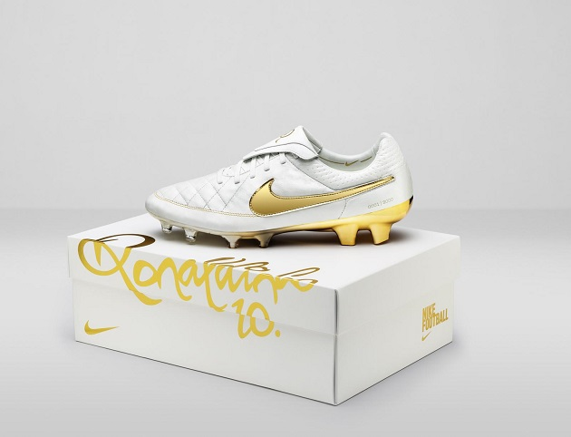 Nike Ronaldinho Tiempo Legend with box