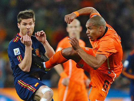 Nigel de Jong karate kicking Xabi Alonso