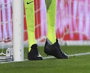 carlos-kameni-malaga-adidas-world-cup-2