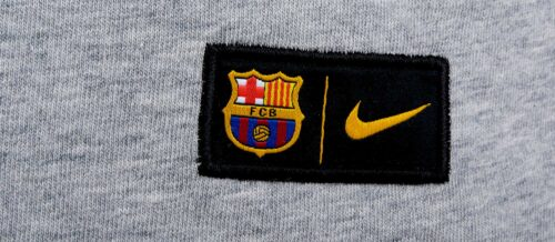 Nike Barcelona Crest Tee – Dark Grey Heather/Game Royal