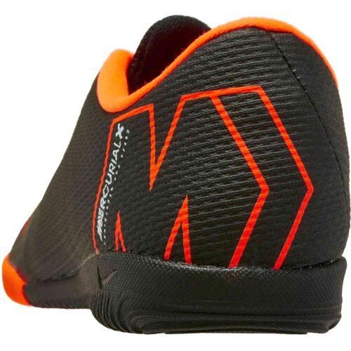 Nike VaporX 12 Academy IC – Black/Total Orange