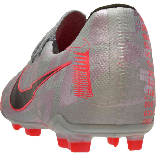 Kids Nike Phantom Venom Elite FG – Metallic Bomber Gray & Black with Particle Grey
